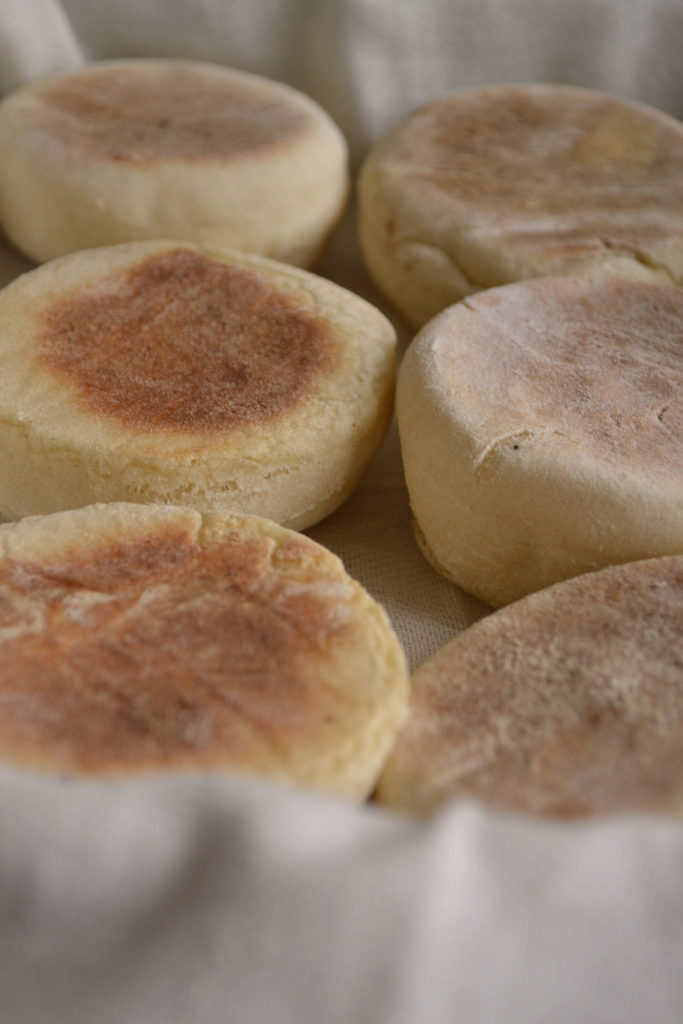 Petits pains anglais ou English muffins pour les initiés