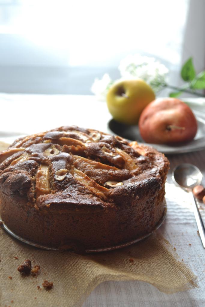Gâteau pomme cannelle et noisettes caramélisé au sirop d'érable