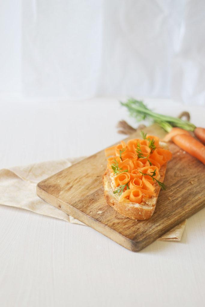 Tartine à la carotte crue et cuite en rillettes et moutarde au piment d'espelette