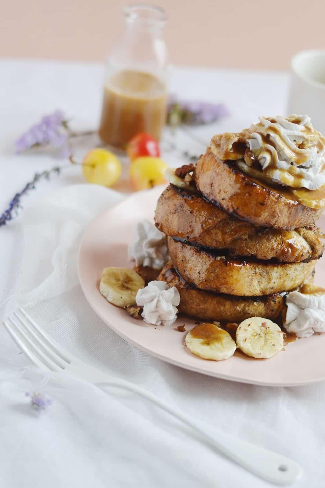 Pain perdu banane caramel beurre salé noix de pécan vegan