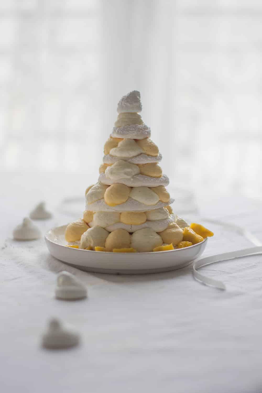Pavlova sapin de Noël chocolat blanc et mangue