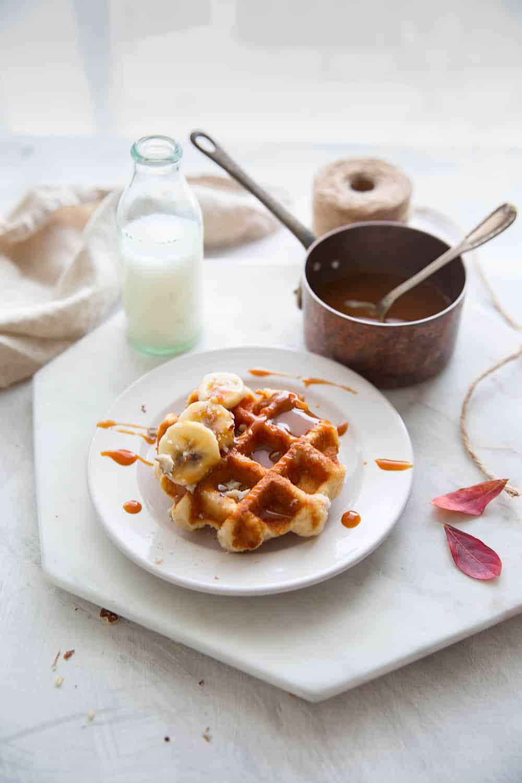 Gaufres liégeoise, bananes et caramel beurre salé