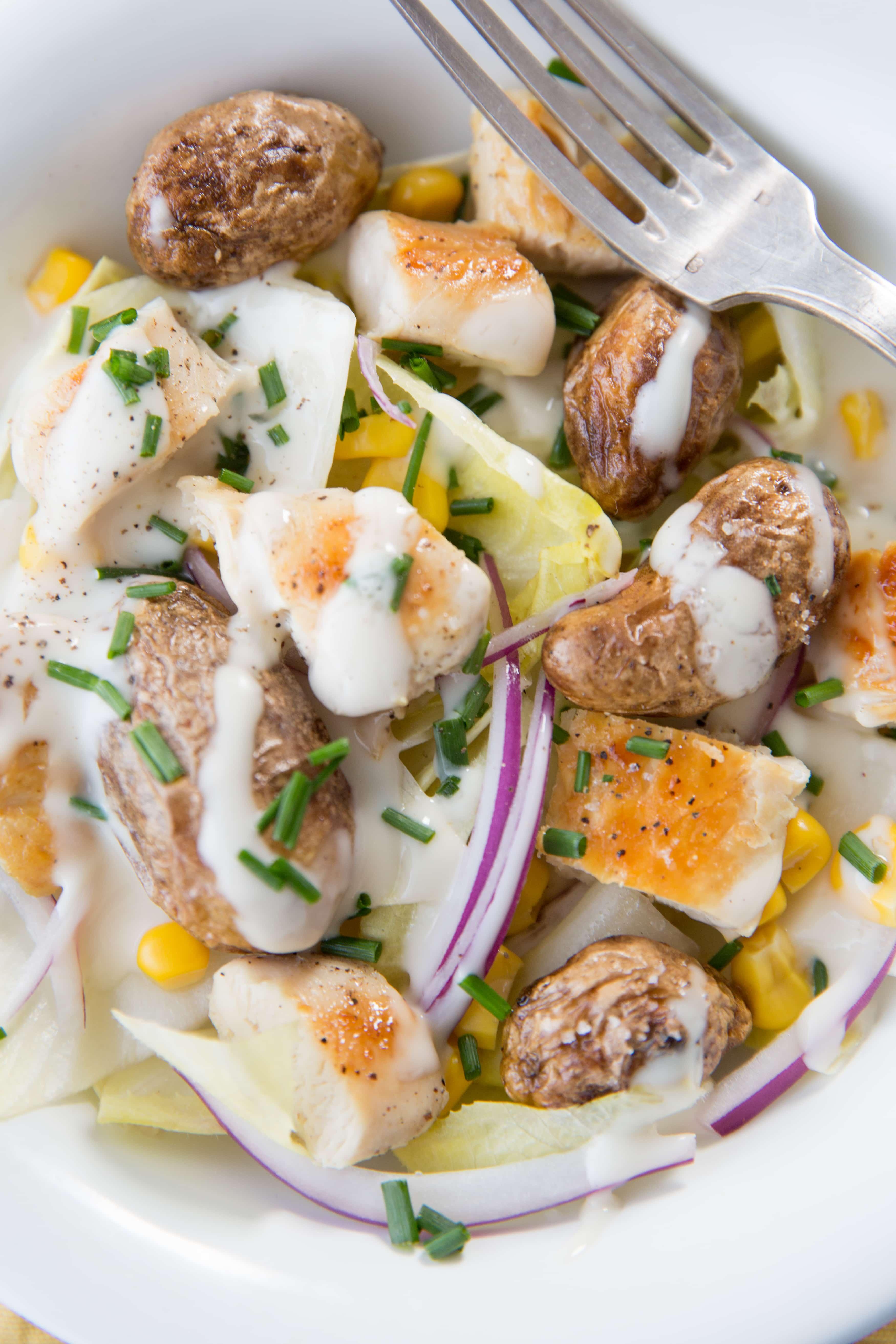 Salade d'endives, grenailles rôties et poulet