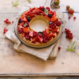 Tarte à trous aux fruits rouges - ©Albane Hemon