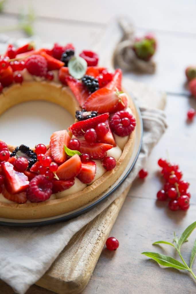 Tarte à trous aux fruits rouges - ©Albane Hemon