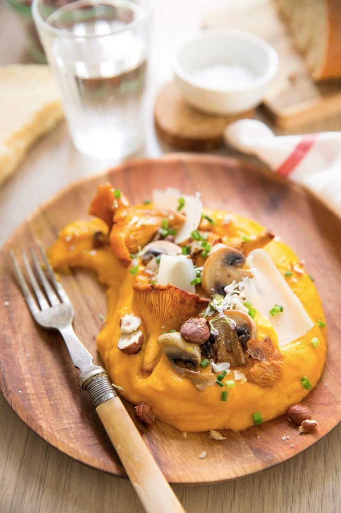 Puree potimarron parmesan, poêlée de champignons, noisettes & copeaux de Beaufort