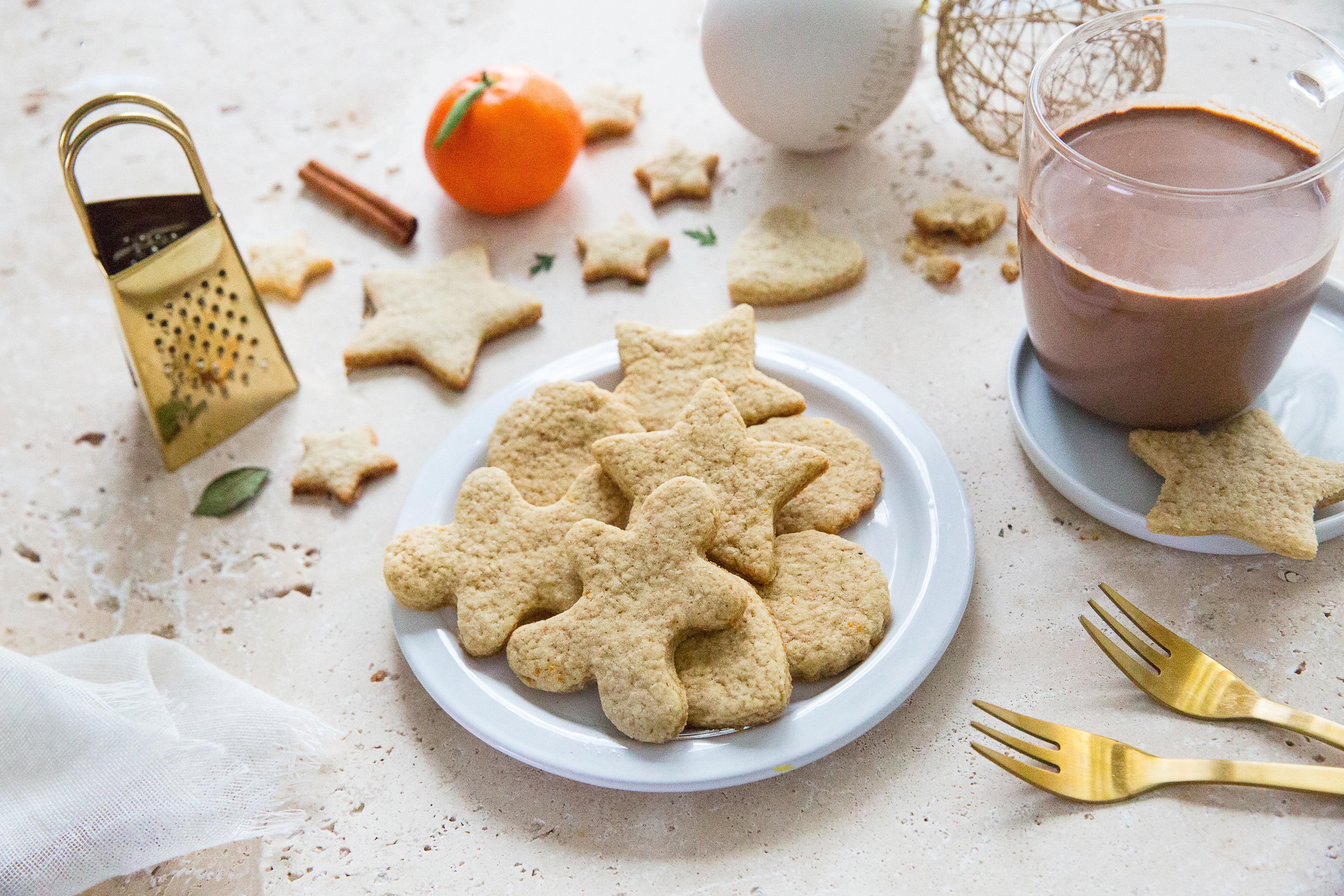 Petits biscuits de Noël & chocolat chaud aux épices